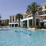 vnvn-web-design-luxury-hotel-swimming-pool